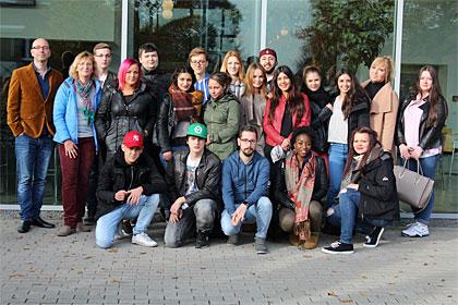 Bild zu: Berufsschulklasse des Hans-Böckler-Berufskollegs besuchte den Euregio-Verkäuferwettbewerb