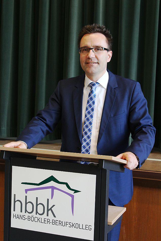 Bild zu: David Fischer ist neuer Schulleiter des HBBK Oberhausen